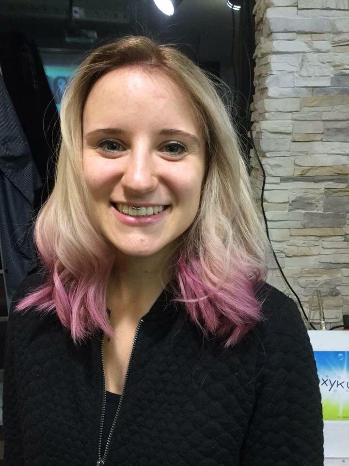 In love with my old hairstyle ❤️ decolorazione quasi totale dei capelli con punte color rosa