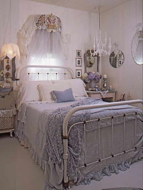 purple shabby chic bedroom 17 best ideas about lavender bedrooms on 16889