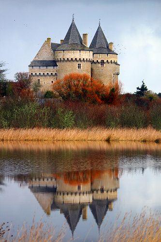 Château de Suscinio, Sarzeau dans le Morbihan, Brittany, France   Flickr - Photo Sharing!