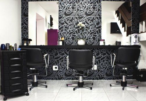salão de beleza pequeno decorado tons pretos
