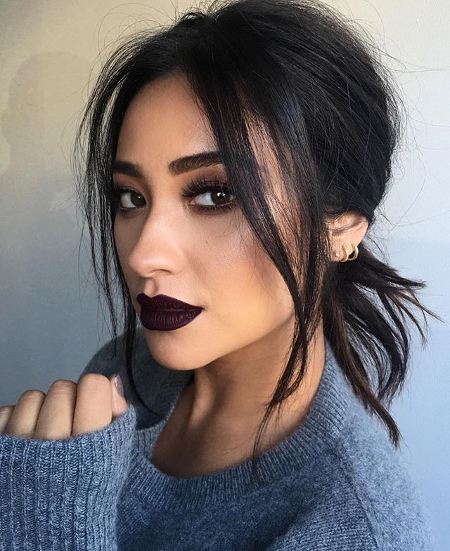 """FALL VIBES  @shaym Hair By @cesar4styles Makeup By @patrickta Assisted By @carlyy.fisher Lipstick By Mac Liquid Lipstick """"High Drama"""" Lashes By @houseoflashes Gold Liner By @colourpopcosmetics Shadows By @KylieCosmetics """"Burgundy Pallet"""" Skin By @lamer"""