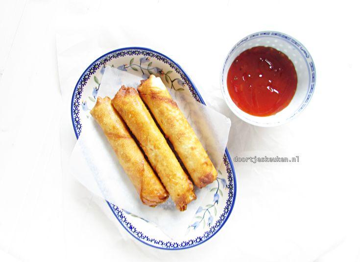 Een lekker recept voor zelfgemaakte Vietnamese loempia's. Een flinke klus maar zodra ze eenmaal klaar zijn, is het het allemaal waard