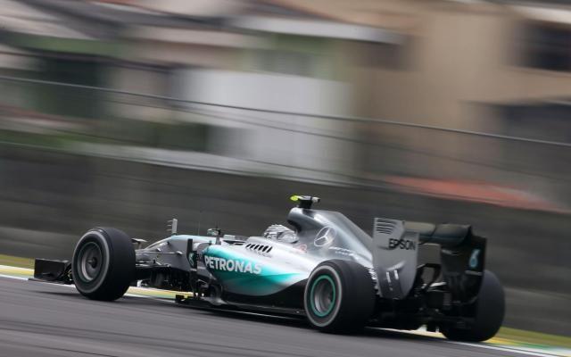 GP du Brésil: Nico Rosberg le plus rapide de la 2e séance d'essais libres -                  L'Allemand Nico Rosberg (Mercedes) a signé le meilleur temps de la 2e séance d'essais libres du Grand Prix du Brésil, 18e et avant-dernière manche du Championnat du monde de Formule 1, vendredi après-midi sur le circuit d'Interlagos (4,309 km), à Sao Paulo, devant son coéquipier, le Britannique Lewis Hamilton.  htt