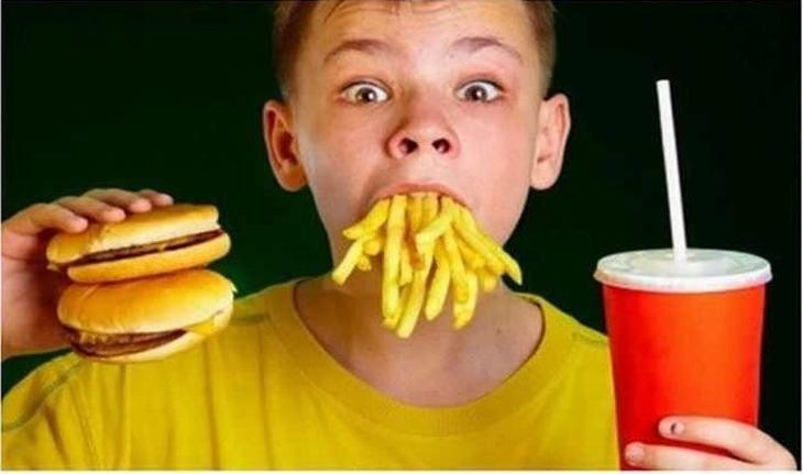 Boas Maneiras À Mesa Mundo Afora...                                                          Na França, não se apresse para terminar de comer, pois isso é considerado grosseria.
