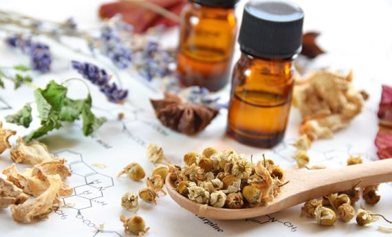 Oli essenziali profumati fai da te: due metodi per realizzarli in casa   I sempreverdi