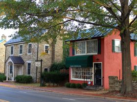 We start our tour of Middleburg, Virginia on the east end of Washington Street and will work our way west.  Most of Middleburg's historic district follows along Washington Street, which is Middleburg's Main Street.