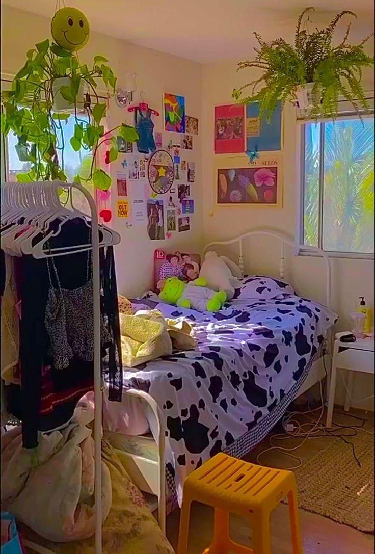🐄 @conanthewhore | Aesthetic bedroom, Retro room, Indie room