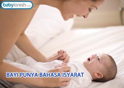 BAYI PUNYA BAHASA ISYARAT   Meski belum mampu bicara, Anda tetap bisa mengajak bayi berkomunikasi lewat bahasa isyarat. Selain menangis, bayi berkomunikasi menggunakan bahasa tubuh dan menggunakan kedua tangannya.  http://www.babylonish.com/blog/2015/09/bayi-punya-bahasa-isyarat