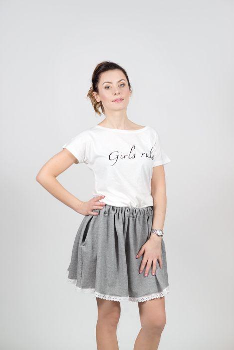 """T-shirt """"Girls rule"""" Price: 130 zł , 45 EUR"""