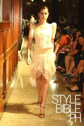 Modern Terno: Philippines Fashion, Filipiniana Dresses, Dresses Ideas, Filipino Clothing, Modern Terno, Filipiniana Inspiration, Modern Filipiniana, Filipiniana Gowns, Filipiniana Ideas