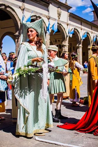 Lady in medieval costume. Taken in Castiglione Fiorentino, Italy      baotloi.tumblr.com  http://baoloi.500px.com/#/0   http://www.flickr.com/photos/baotloi/   http://www.facebook.com/baotloi