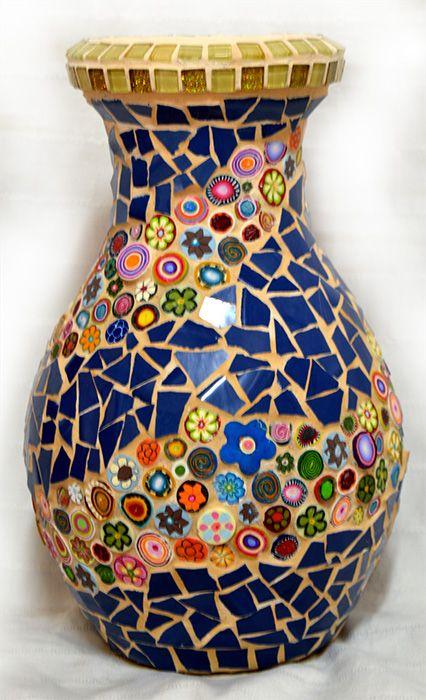 Un vase avec des fleurs colorées FIMO                                                                                                                                                                                 Mais
