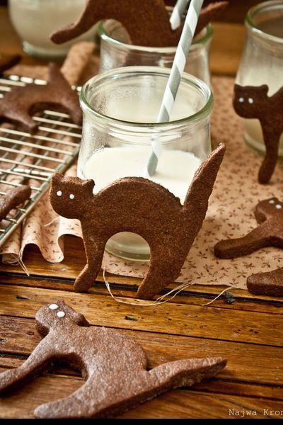 Des petits #gâteaux en chocolat, en forme de #chats de gouttière, à tremper dans du lait, ça donne envie, non? L'idée a germé sur le #blog de Delicious Shots.
