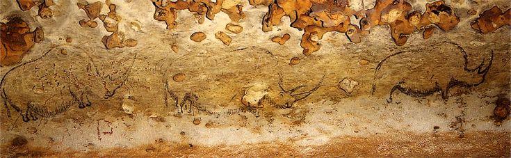 Grotte de Rouffignac - Line of rhinoceros, painted in single file. Each figure measures approximately 100 cm long.  Photo: Postcard © Editions Rene.