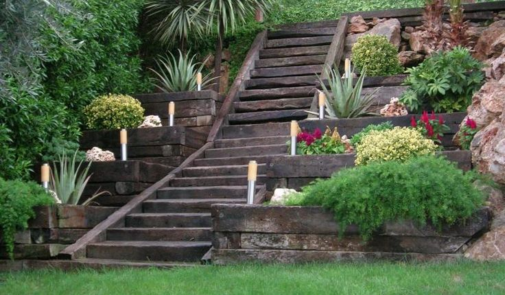 Jardin en pendiente buscar con google deco casa for Escalera de bloque de jardin