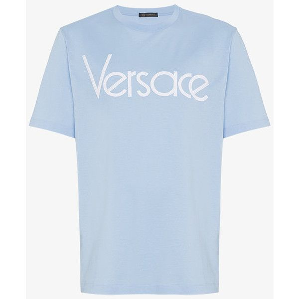 Versace Logo Print T Shirt (1.270 BRL) ❤ liked on Polyvore featuring men's fashion, men's clothing, men's shirts, men's t-shirts, blue, mens blue shirt, versace mens t shirt, versace mens shirt and mens blue t shirt
