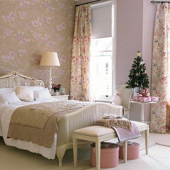 Christmas guest bedroom | bedroom decorating ideas | PHOTO GALLERY | Christmas bedroom