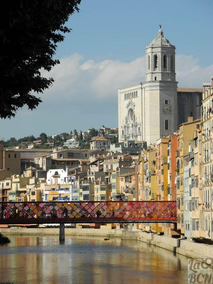 Girona, CATALONIA temps de flors: els voltants del riu Onyar