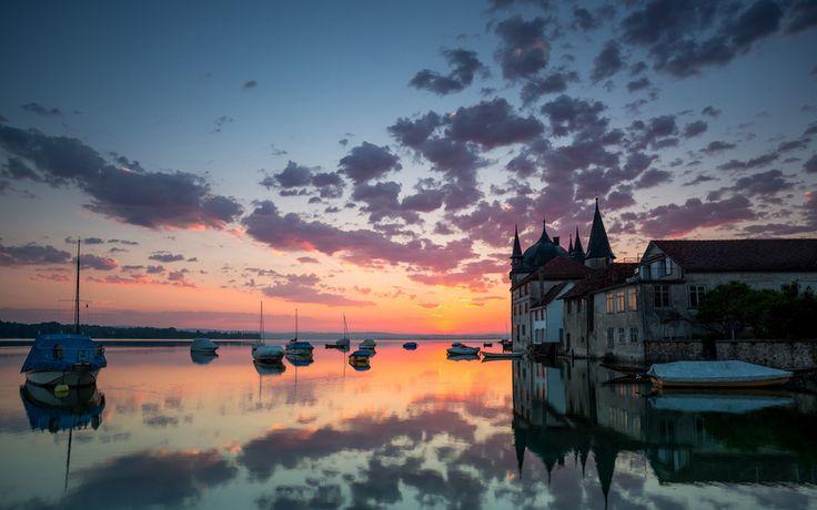 лодки, вечер, вода, дома, облака, отражения
