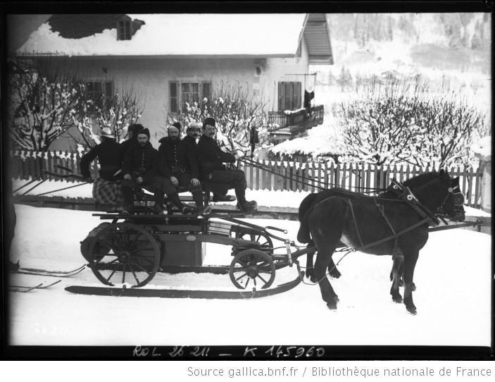 [19-1-13, Chamonix, un chariot à roues sur des skis tirés par un cheval] : [photographie de presse] / [Agence Rol] - 1