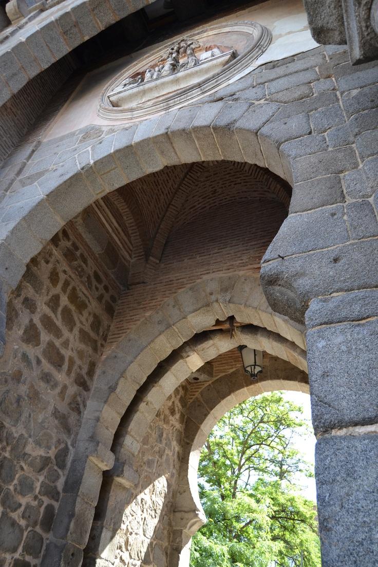 En la toledana Puerta del Sol... ¡qué belleza patrimonial encontramos en las Puertas de Toledo!