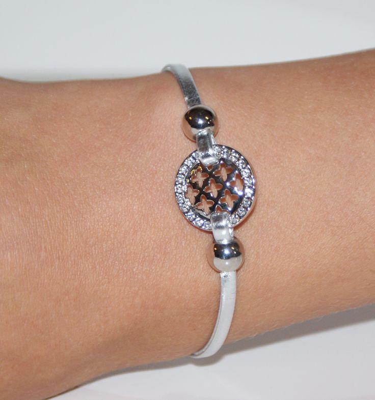 Bracelet lanière de cuir gris argent. Fermeture aimantée au prix de 10,50€