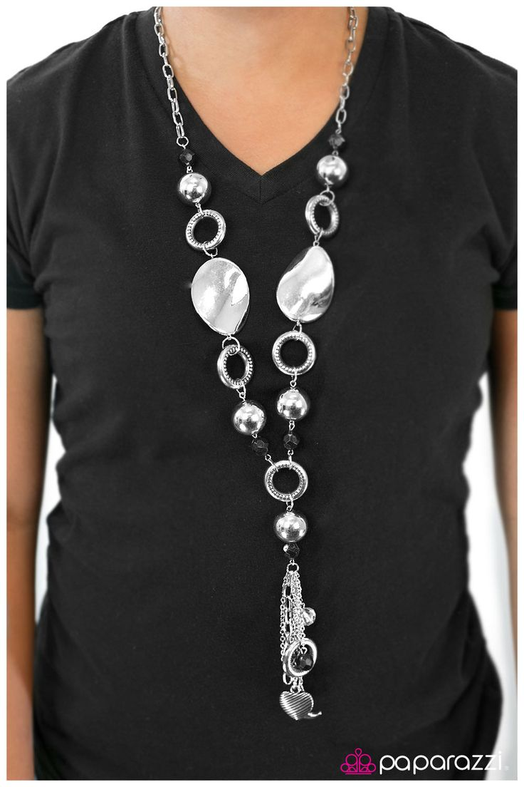 Long chain of black crystalized beads curved plates of