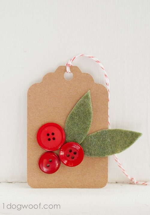 Handmade 2015 Christmas gift tag with red buttons and non woven fabric - Christmas red berry tag, Christmas gift tutorial