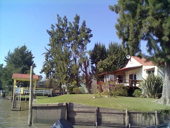 Decoraciones Black: Hermosa casa rio Sarmiento.