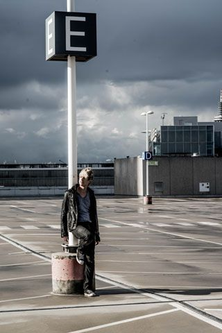 "Shooting ""Himmelweit"" auf einem Parkdeck. Hoffe es gefällt :) #piro #piromusic #musik #music #imfreienfall #frankfurt #hessen #shooting #model #himmel #heaven #sun #sonne"