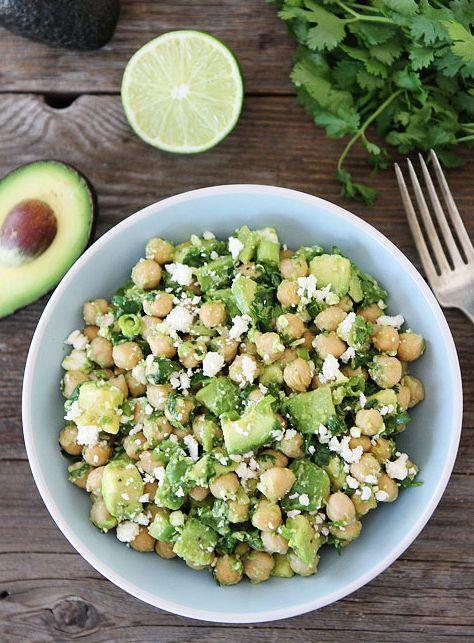 Kichererbsen-Avocado-Feta-Salat --> ein sehr (!) leckerer Salat, schnell aus wenigen Zutaten zubereitet :)