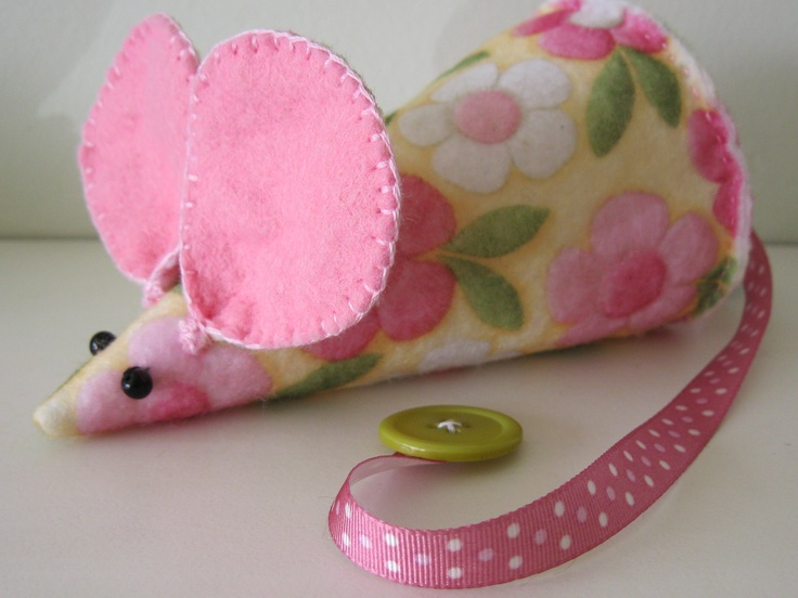 Made this lovely felt mouse this week. A pattern will be available soon.