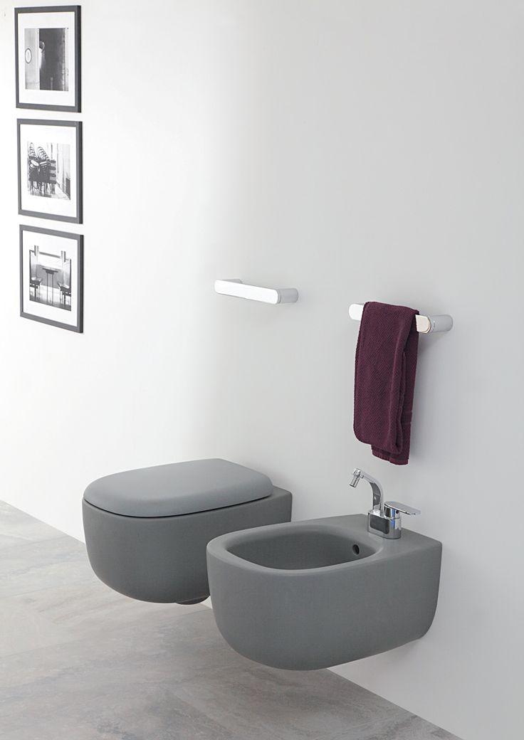 Badkamer in grijstinten? Dan natuurlijk geen wit toilet!