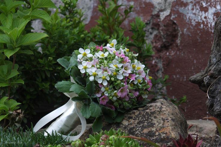 Svatební kytka z jahodových květu