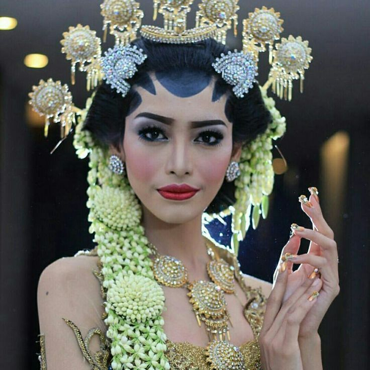"Kebaya and make up by : aii one wedding galery ""Solo putri"""
