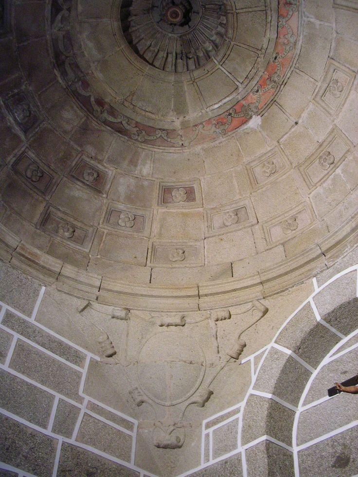 Interior de la sacristía de la iglesia de Nuestra Señora de la Asunción. Hinojosa de San Vicente (Toledo). Pedro de Tolosa realizó esta sacristía entre 1560 y 1564. http://bloghistoriadelarte.wordpress.com/2013/01/11/pedro-de-tolosa-y-la-sacristia-de-hinojosa-de-san-vicente-toledo-pedro-de-tolosa-and-the-sacristy-of-hinojosa-de-san-vicente-toledo/