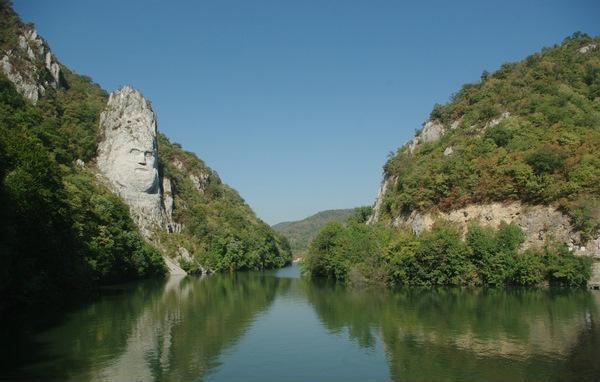 Cazanele Dunării: Muntele unde e sculptat Decebal!