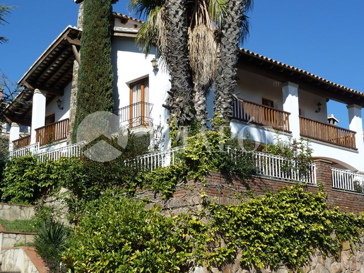 Luxury property for sale in Maresme Coast, close to Barcelona centre, amazing sea views.