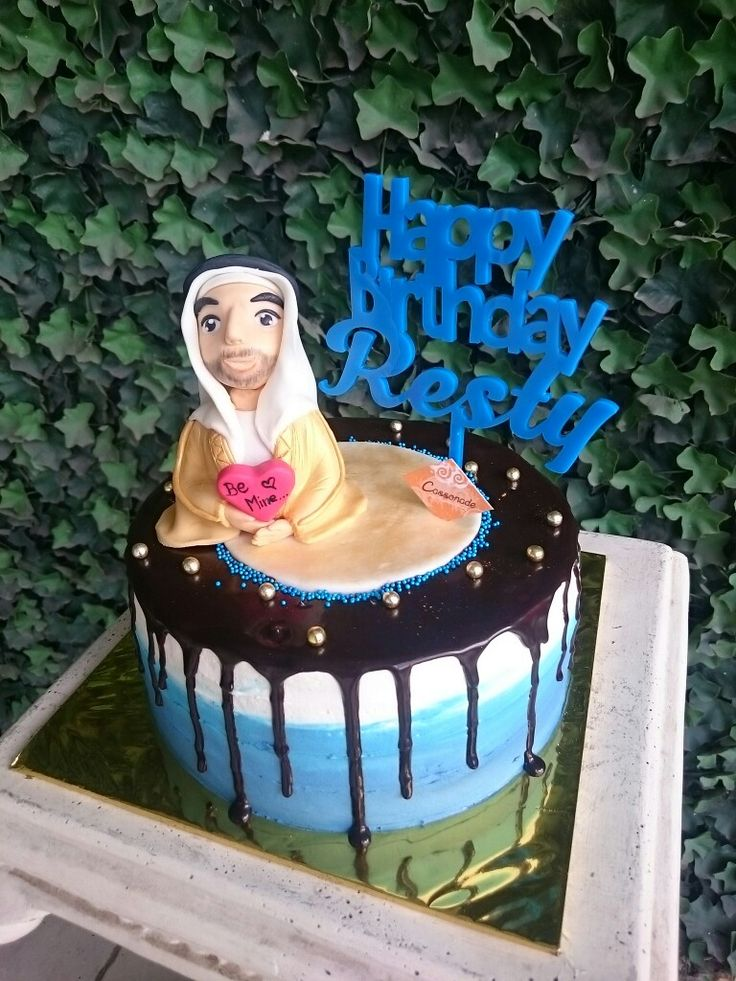 A Customized Oreo Cream Cheese Chocolate Cake for BFF!  Blue, Gold, and Arabian Prince were chosen by her friends for the birthday theme. Thus, we designed it to complete her special day! Do you have any special ideas for your beloved one?  #Cassonade #cassonadecake #oreo #Customizedcake #dessert #birthdaycake #arabianPrince #homemade #cakejkt #cakeonline #cakeonlinejkt #