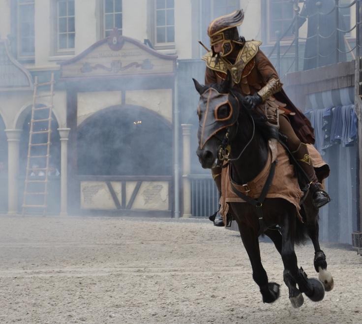 Ravelelijn Ruiter, foto gemaakt in de Efteling. Ik vindt het gaaf dat het paard los van de grond is.