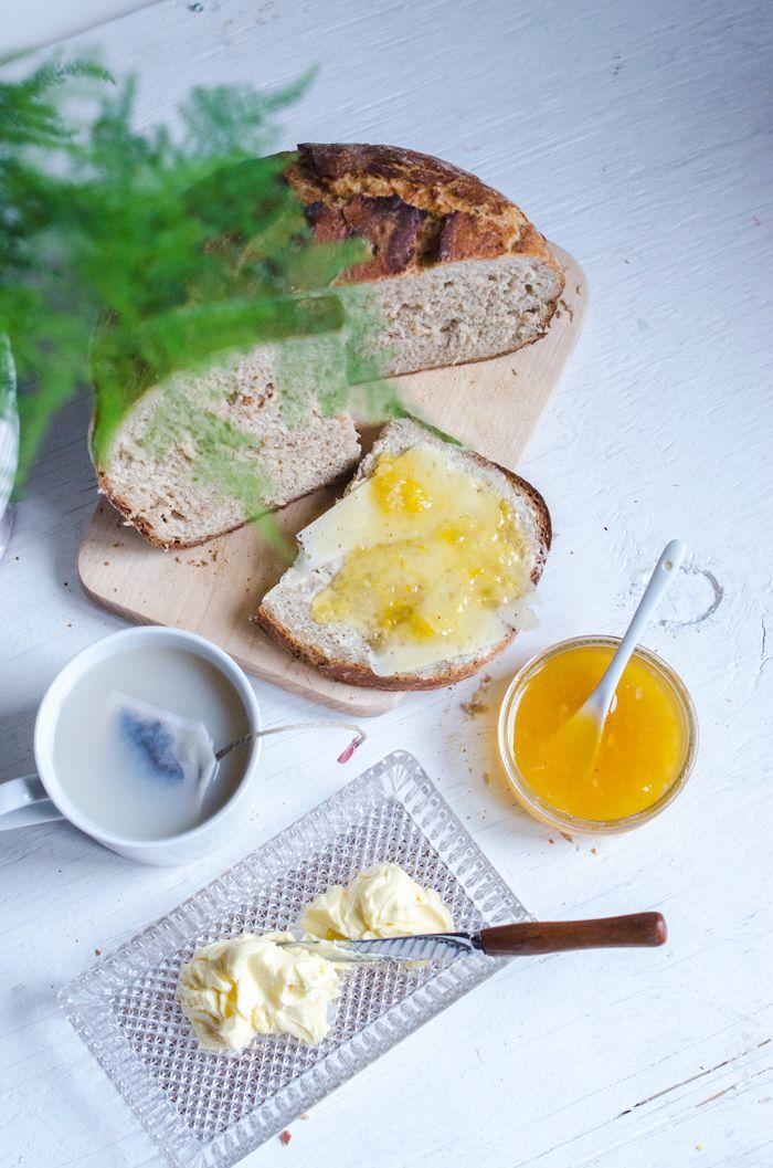 - Citrusmarmelad och nötbröd