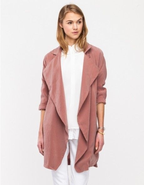 Pastel or muted colours for winter. Love this blush rose coloured trench with an all white pant-shirt outfit.