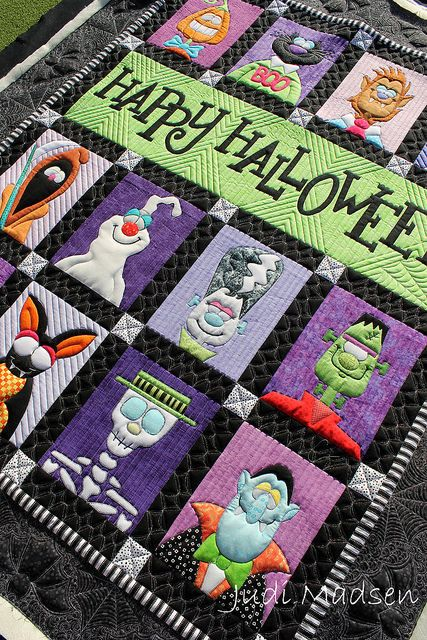 Happy Halloween quilt by Joette, quilted by Judi Madsen. She quilted the border with bats and spiderwebs. Quilt pattern by Amy Bradley.