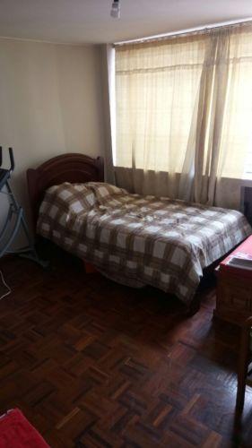 Se ofrece el servicio de limpieza de casas, departamentos y oficinas a domicilio en Quito y los Valles. Nuestro servicio incluye: Limpieza de polvos en dormitorios, salas, cuarto de estudios...