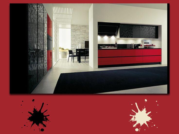 Rosso vino, nero lucido, color pergamena: una tavolozza rigorosa per una stanza in stile giapponese. Nessun particolare è lasciato al caso in questa sala da pranzo, ti piace? #red #palette #colourfull #kitchen #interiordesign