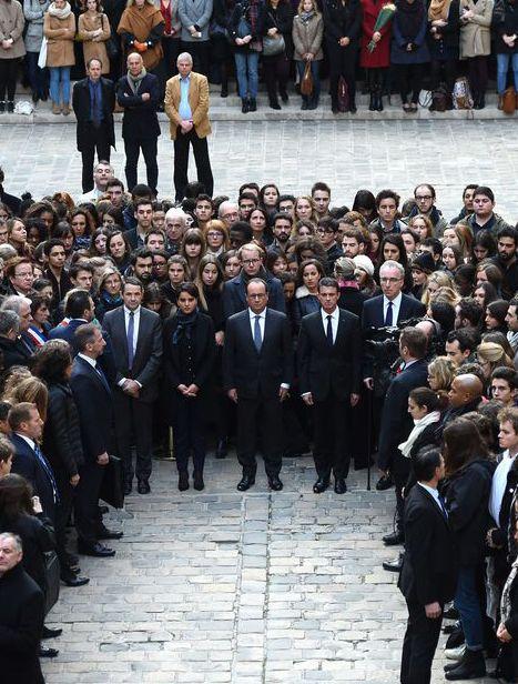Lundi 16 novembre, 12h: La France s'arrête François Hollande à La Sorbonne