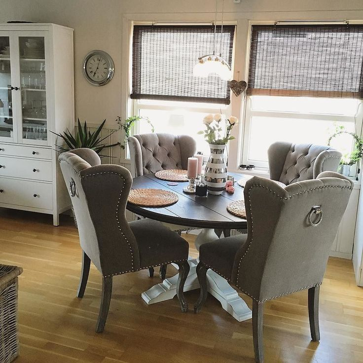 #Repost @susannehaugan  So happy with my new chairs from classic living!  #classicliving #interiør #interior #shabbychic #inspo #myhome #inspiration #diningroom #diningchair #louisvingestol #interiordesign #norway #norge