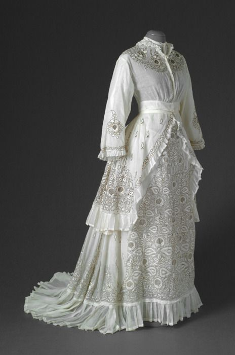 Summer day dress, 1870s, Mode Museum.  Imagine wearing this on a hot summer day!