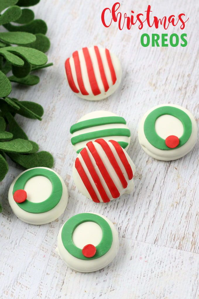 Candy clay Christmas Oreos -- quick and easy Christmas cookie treat