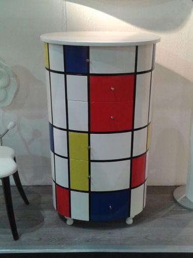 Danber Italia - Foire Paris 2014 édition d'une mini-commode de Danber Italia, inspirée des tableaux du peintre hollandais Piet Mondrian, chef de file du courant abstrait et figure du cubisme. OMAGGIO all'ARTE